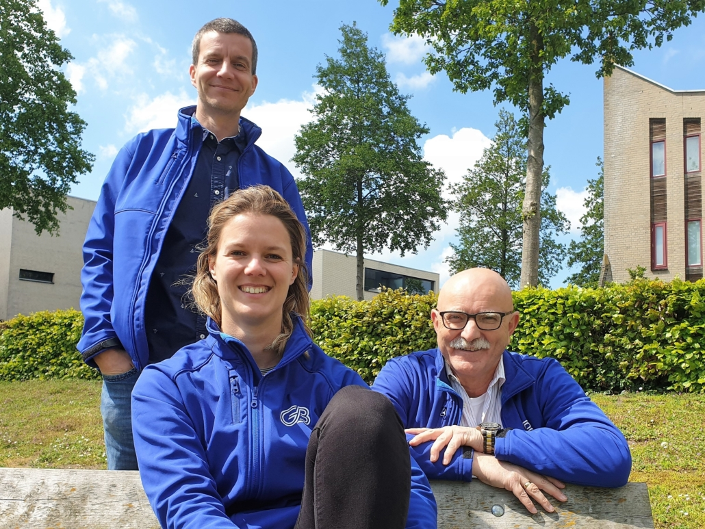 Fractieleden van Gemeentebelang: Francesco Beterams (staand), Maud van der Meer en Johan Manders